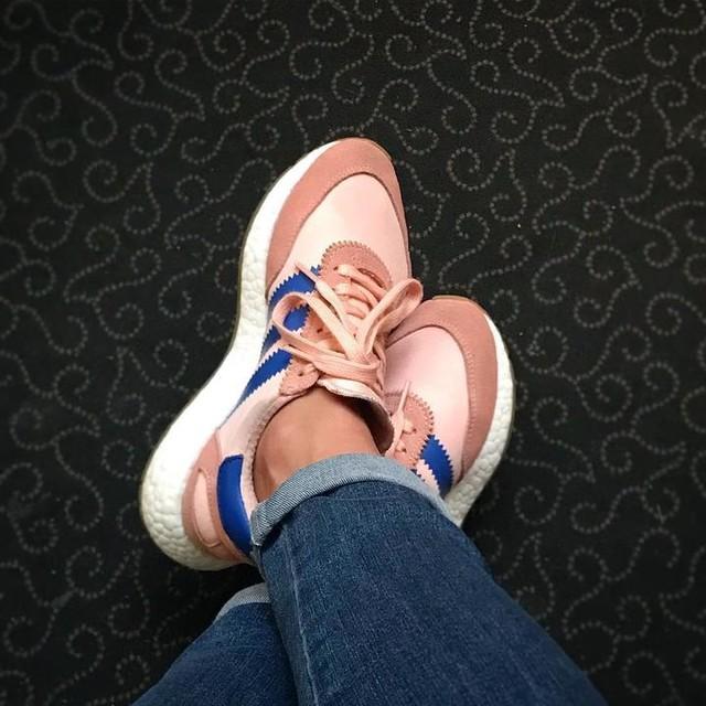 👟🎀👟 #sneakers #adidas #adidasoriginals #iniki #adidasiniki #pink #shoes #sneakersaddict #style