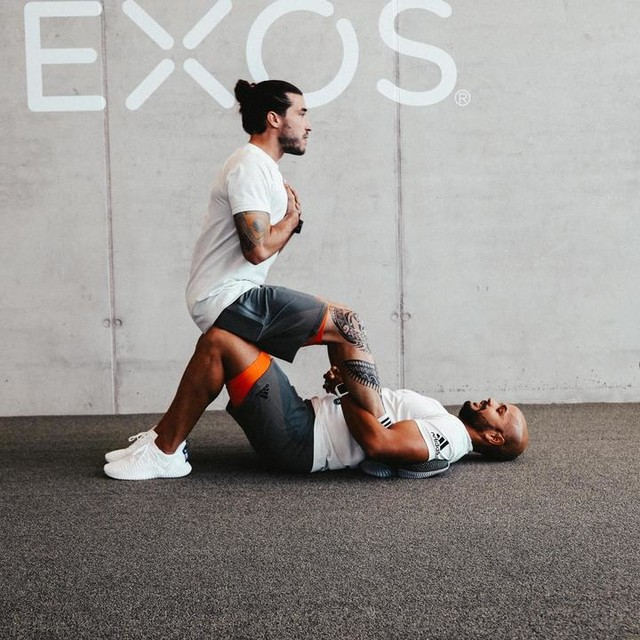 And another one!!! • That was a nice core exercise Variation with my #trainingsbuddy voigti1984 - I am really curious to see your exercises with your buddies. Send me pictures or videos or just comment below!!! • Who is your trainingsbuddy? • #adidastrainingsquad #giftedbyadidas #createdwithadidas #heretocreate #primeknit #trainingcreatorsquad *werbung/anzeige