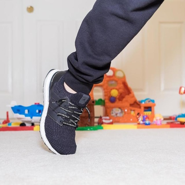 When your kid invades your space #adidas #doctorlaces #drlaces #thebrandwiththethreestripes #showmeyourstripes #boost #3stripesstyle #boostvibes #ultraboost #ub #notielaces #sneakers #sneakerhead #ultraboostvibes