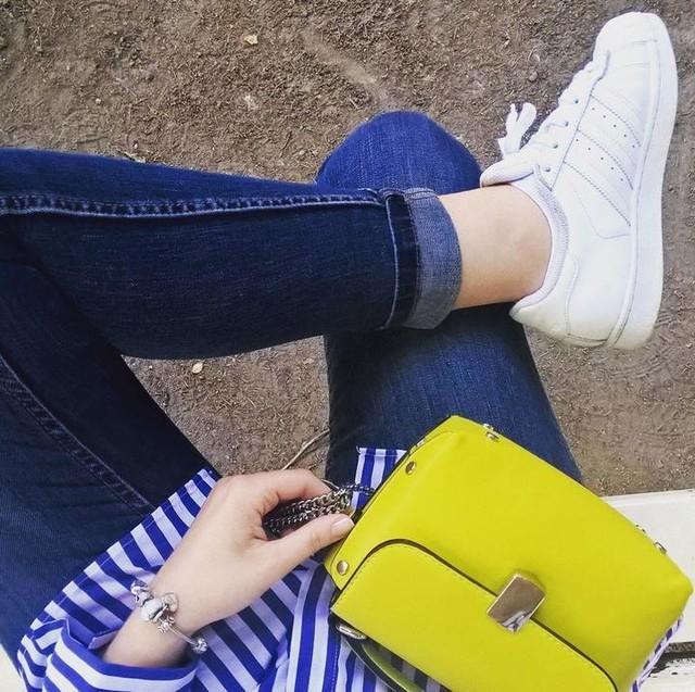 💙💛 #dnesneessentials #daybyme #dnesobuvam #stripesinthecity #stripes #zara #zarawoman #adidas #adidassuperstar #pandora #lovelyday #citylifestyle #photooftheday #ootd