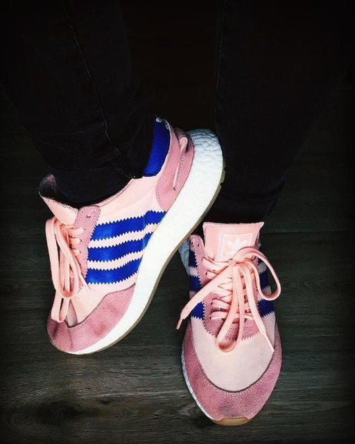Pink sneakers against snowy freezin degrees ⛄️🐽 #onfeet #need_more #adidas #iniki #ultraboost #pink #chicksinkicks #sneakeraddict #sneakerfreaker #potd #threestripes #shoeloveistruelove
