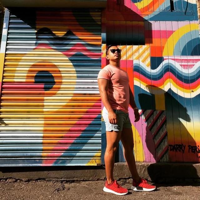 🌻🌺🌸💐🌼🌹🌞Bank Holiday Fun Day in Camden 👍🏼👏🏼👏🏼👏🏼 #colourfun #burstofcolor #colours #orange #adidasnmd #nmd #fitbit #goldchain #rainbow #bankholiday #camden #ellesse #shorts #fitness #fit #gains #london #uk 🇬🇧 #Summer #uksummer #summer #summer2017 #photoshoot #feelingmodel