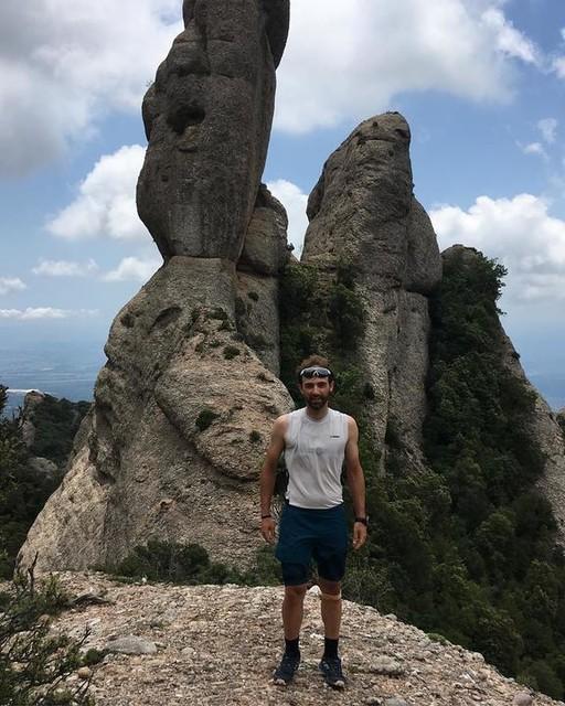 🏄🏻♂️🏄🏻♂️🏄🏻♂️ Surfeando sin rumbo pero con rumba por las Faldas de @montserrat_mountain 🏃🏻♂️🏃🏻♂️🍀 con 🐓 @sheilaavilesc un poco más y nos pilla⛈⛈🤦🏻♂️😆 para variar se acercan nuevas🔥🤷🏻♂️😂 #adidasterrex #adidas #agravic #continental #asporteyewear #skyrunning #kmvertical #trailrunning #mountain #terrex #sky #trail #montserrat #outdoor #climbing @adidasterrex @adidas_es @asporteyewear @kinesissalut @oktraining @oxdcare @73_bike_cof73e