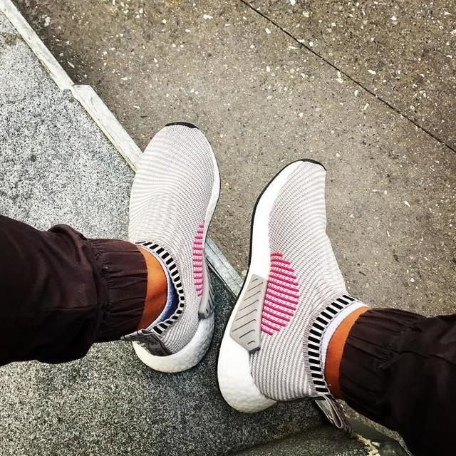 Just chillin 😎 #nmdcitysock #nmdcs2 #nmdpk #adidasnmd #adidasboost #nmdboost #adidasoriginals #nmdvibes #boostvibes #saturdayvibes #nyc #manhattan #zanerobe #joggerpants #streetwear #streetstyle #boostaddict #sneakerhead #sneakers