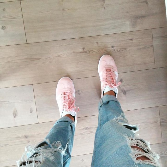 ⚡️👟 New sneakz 👟⚡️ #adidasgazelle #new #pink #shoes #love #adidas #aarhus #ripped #jeans #and #tanned #skin #summer