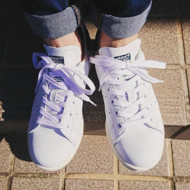 今日から11月。  2週間の悪縁を断ち切るために 心機一転!! お天気だし 月初めの1日だし 新しいスニーカーデビュー✨  #初の #adidas #stansmith #真っ白スニーカー #好き #パンプス #2週間履いただけで #足が限界w #前は平気だったのに #足がスニーカーに #慣れちゃったかなw