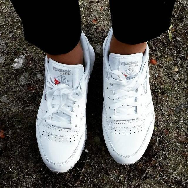 Some walks you have to take alone. // #shoes #reebok #reebokclassic #whiteshoes #sneakers #classic #poznanianka #polishgirl #poznań #walk #shoes👠 #reebokshoes #eobuwie #eobuwie_pl #eobuwiepl #instashoes #whitesneakers #poland🇵🇱 #poland