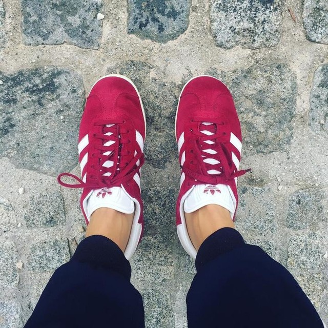 #me #today #wearingadidas #red #adidas #gazelleadidas #gazelle #culturalmainstay #katemoss #helenachristensen #genuinelinz