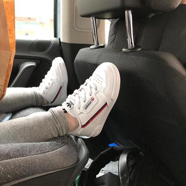#shoefie  Her first adidasoriginals  白鞋好帥😎 #本丸1Y4M2D
