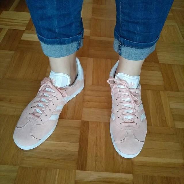Bedingungslose Schuhliebe! Endlich führe ich die neuen Babys aus 😍😍😍 #adidas #gazelle #rosa #girlystuff #sneakers #shoes #shoelover #newin #happy #boahsinddieschön #spring #cologne #curvygirl #alternativecurves #selfie #schuhtick #sneakerhead