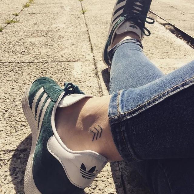 Sunny days! 🙆🏼🌤 #madrid #tatoo #arrow #adidas #adidasgazelle #friendship #madridmemata #sol #sunnyday