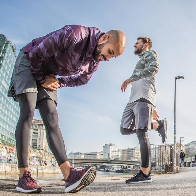 Energy from the ground up!  Running preparations are individual.. listen to your body. It can be a stretch or a warm up. Whatever feels right 🤙  I prefer dynamic stretches and coordinated exercises to fire up my muscular chains.. But most important: do it with your buddy @voigti1984 🤪  #adidasrunners #3stripesstyle #TakeCharge #ULTRABOOST #friends #run #warmup #stretch #adidas #instalife #finallyashoot