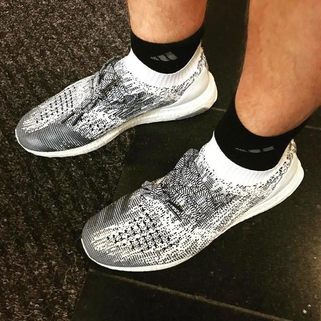 Evening shoes #adidas #ultraboost #uncaged #oreo. . . #kotd #sneakerhead #kickstagram #snkrhdnation #grailkicks #igsneakercommunity #solecollector #potd #sneakers #trainers #ootd #hotkicks #hotkicks #addidasboost #boostvibes #addidasultraboost #addidas  #addidasnmd #addidasgallery