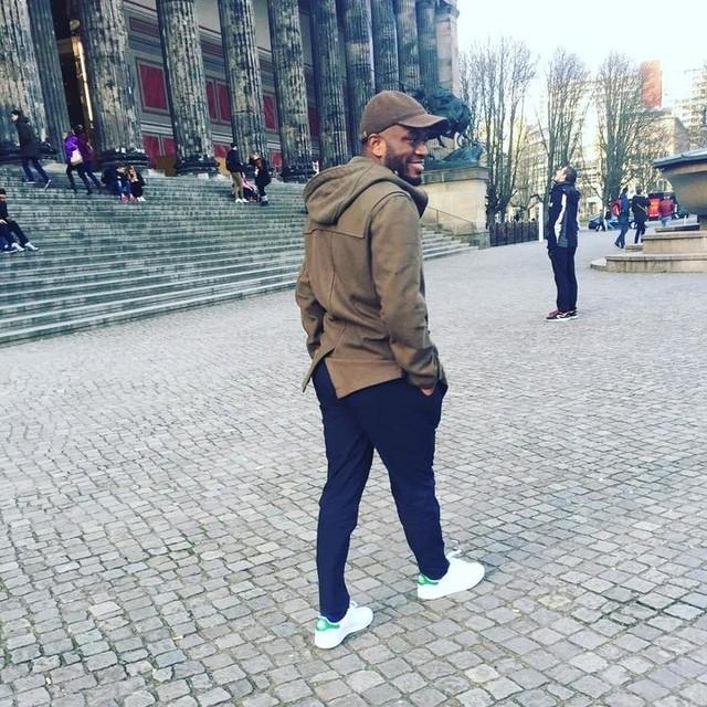 Don't walk away #man #team237 #lonely #influencer #entrepreneur #model #daydreamer #dreamer #black #stansmith #esprit #berlin #afro