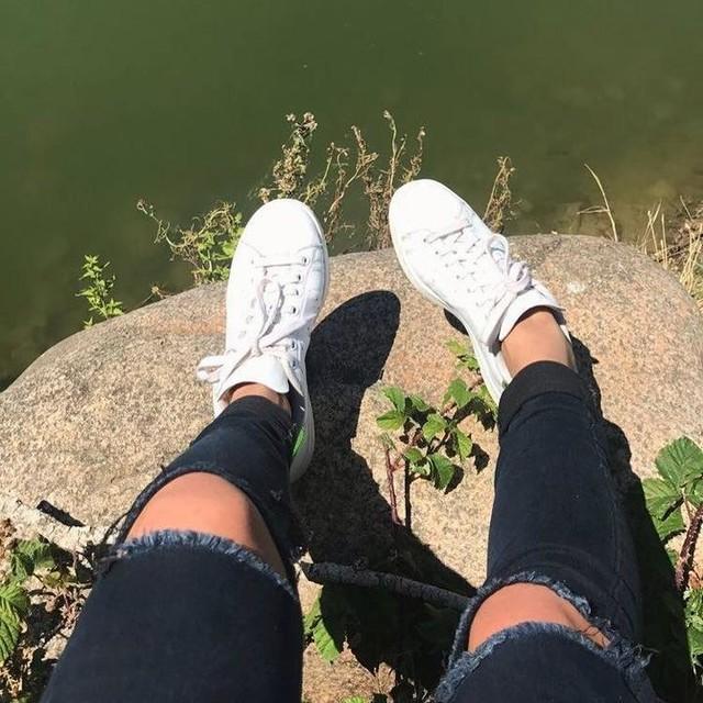 La beauté est dans les yeux de celui qui regarde 🌺🦋 #whiteshoes#nature#styleoftheday#stansmith#mondaymood