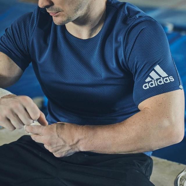 Pronto para todos os desafios. Foco para o futuro, treinando em casa, sem perder nunca o amor pelo esporte.  adidasbrasil  #hometeam #adidasRDY