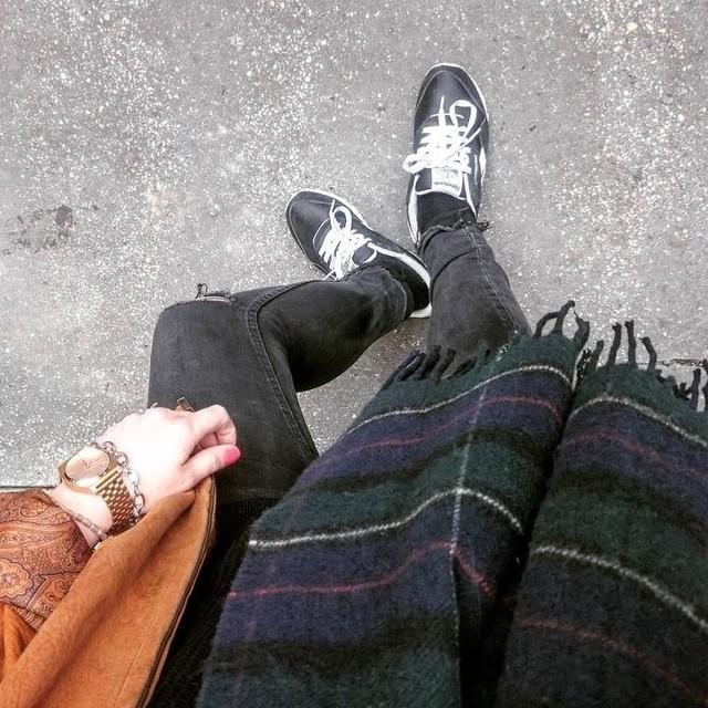 Wednesday mood.  #outfit #ootd👗 @nixon_europe #picoftheday #nixonnow #reebokclassic #camelcoat #bomber #spring #fashion #pic #picoftheday #scottish