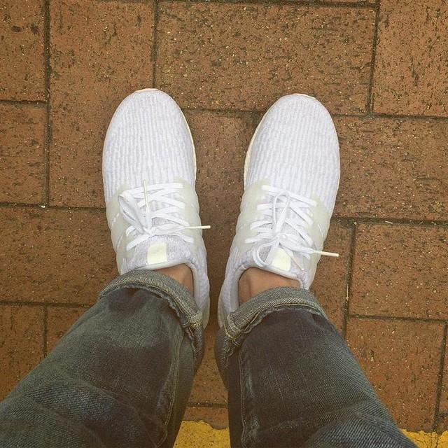 2017 第一擊 Triple White 3.0 !! 大愛所有全白的Detail !! 我心目中真正的Triple White👟👟Thank You My Love @cathyl419 辛苦地幫我購入 #triplewhite #ultraboost #adidas #boost #visvim #04 #shoesdragon