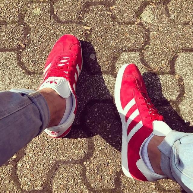 Sun is up ! ☝🏽krank bequeme Schuhe 🤙🏽 Passend zum Thema Sneaker gibts heut Abend ein neuen Track, check check 🙏🏽👂🏽💯 #476 #adidas #adidasgazelle #og #oldschool #wasfürdesigner #sun #mood