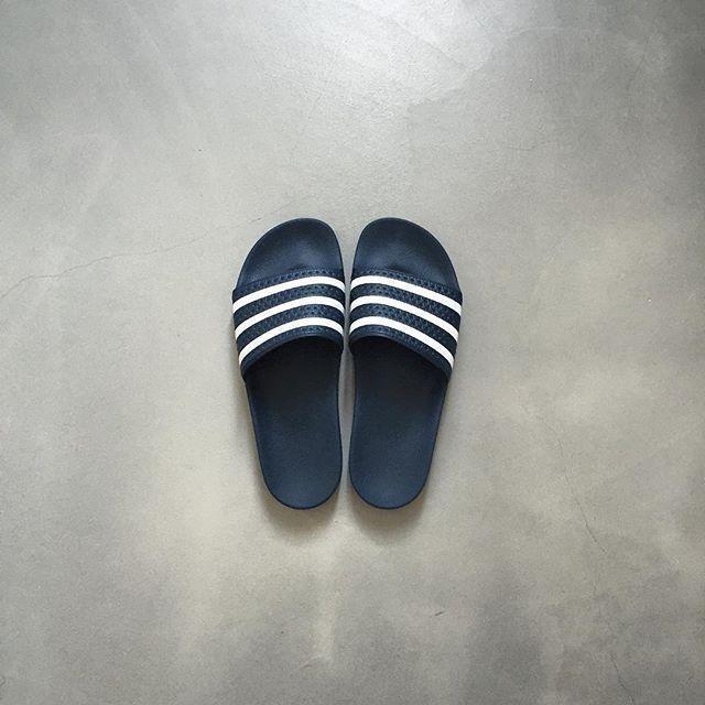 👣🏊🚿 #stripes #minimalism #adilette #slides #adidas #originals