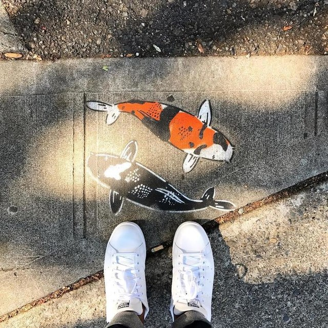 Hey fishies! 🐟🐟#sidewalkart #seattle #washington #fremont #koi #exploring #travel #adidas #stansmith