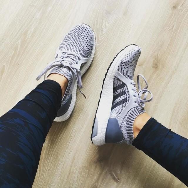 In love with my new trainers 😍first outing tonight 💪🏻#new #love #adidas #ultraboost  #ultraboostx #greyongrey #grey #fitness #fitnessinstructor #mondaymotivation #nevermissamondayworkout #lesmills #passion #goals #challenge #leggings #sweatybetty #teamsb #training #instafit #instafitness