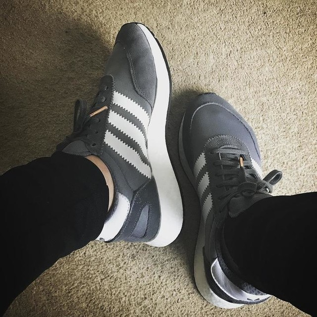 I-5923. #iniki #runner #boost #adidas #originals #vistagrey #runningwhite #black #trainers