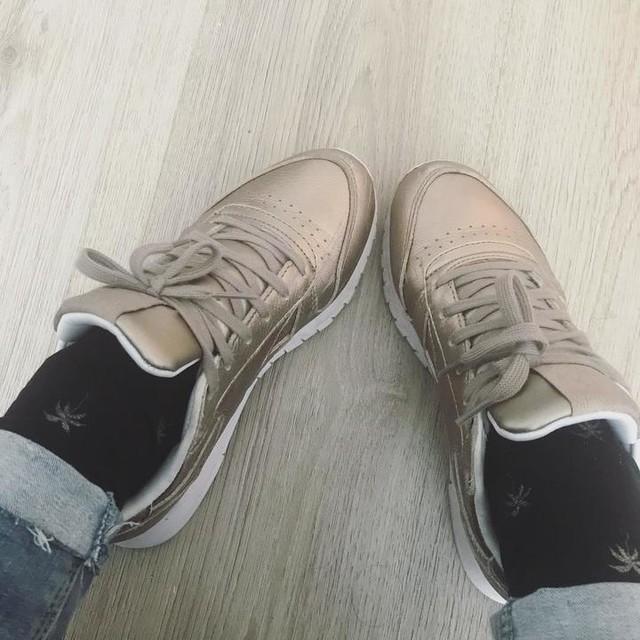 My heart tells stories my head can only dream about💭 . #mondaymood #happymonday💋 #lovesneakers #sneakerhead #reebokclassic #calzedonia #zarajeans #yesterdaysdetails #shoesaddict #sneakercon #sneakerfreak #sneakerlove #sneakersaddict #hypebeastdaily #hypebeastkicks #mondayvibes #coffeetime #kindness ⭐️⭐️