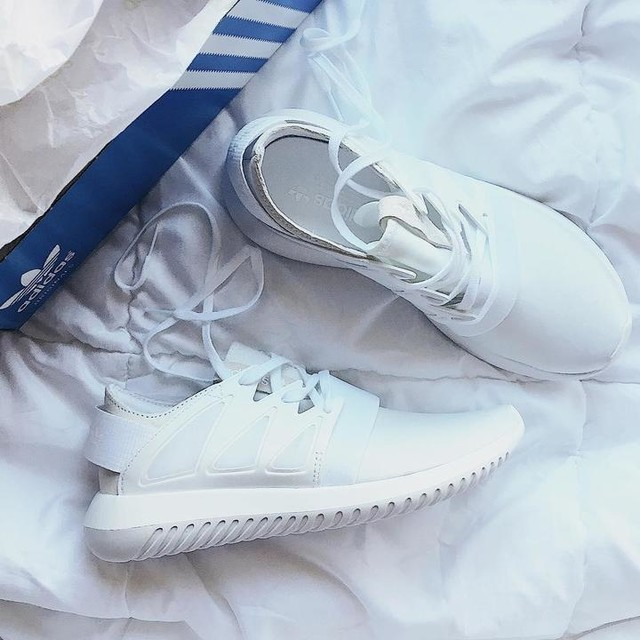 🐇😅 #adidas #adidastubular #tubularviral #3stripesstyle #sneakers
