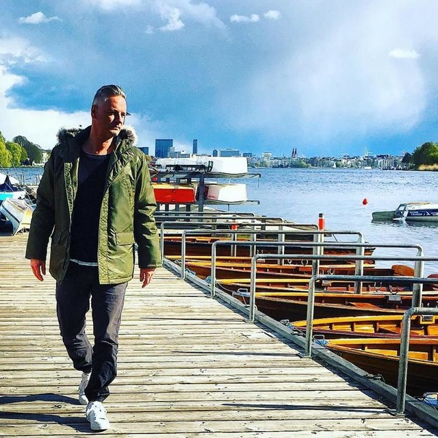 HAMBURG⚓️ #hamburg #alster #bobbyreich #boat #sail #sun #easter #sunny #monday #lazyday #clouds #sunshine #lifestyle #blogger #adidas #3stripesstyle #YESadidas #originals #superstar #bensherman #jogger #zaraman @szene_hamburg @heute_in_hamburg #instagood #photooftheday