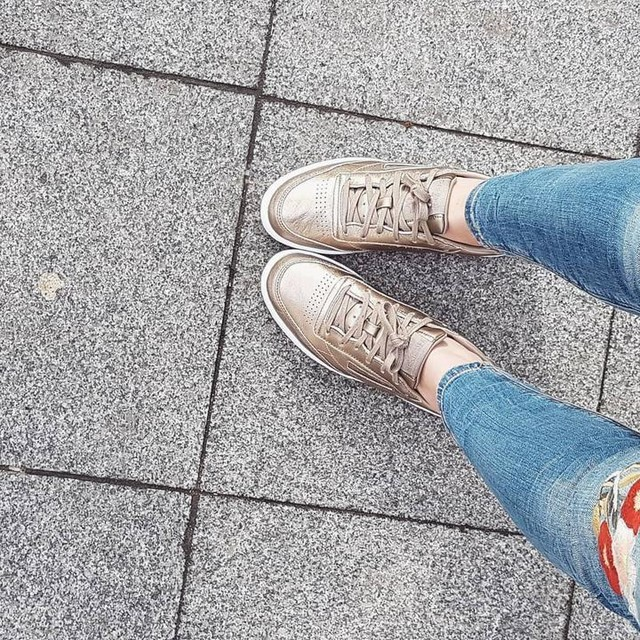 🌟#picofday #sneakers #loveshoes #shoesaddict #reebok #reebokclassic #gold #mavieenbaskets #ootd #details