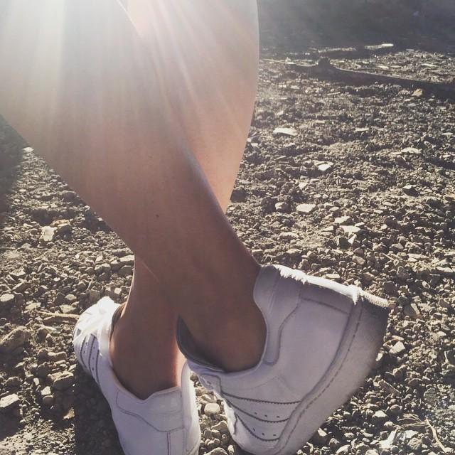 Adidas Superstar #fashionblogger_de #fashionbuyer #globalgarbs #globalfashion #thewaylifeshouldbe #dowhatyoulove #livefolk #peoplescreatives #passionpassport #adidas #welovesneaker #girlsinsneaker #superstar @adidas @adidasoriginals @adidaswomen #addictedtoshoes
