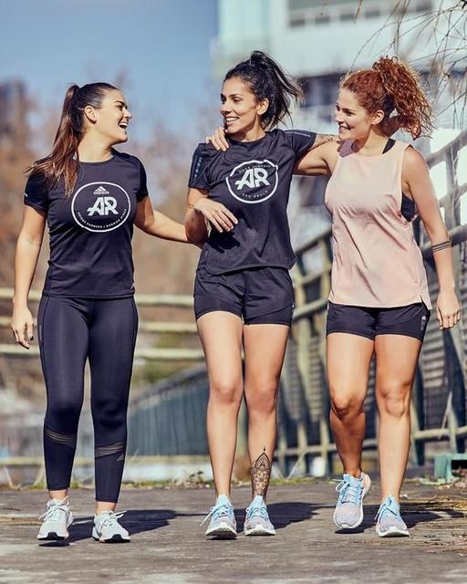 Que lindo es entrenar con mujeres que admires, que te motiven a ser mejor corredora y persona!!! Que te inspiren y te hagan sacar ese boost qué hay dentro tuyo 💪 Siento que es la única manera para que cada una también, pueda ayudar y motivar a otras mujeres. Ser cada vez más las que a través del running, podamos ser más felices y sentirnos más empoderadas 🙌 Yo tengo la suerte de haber empezado este camino de correr juntos a muchas mujeres que me inspiran, entre ellas la capitana de Mexico soydeliagarcia y jojoca la capitana de Brasil! Dos mujeres que amo, admiro, que son fuertes, perseverantes, divertidas y que se llevan el mundo por delante cuando tienen un objetivo que cumplir!!!! Motivadoras innatas, dentro y fuera de la comunidad de adidasrunners y para mi, un gran ejemplo a seguir ❤️ #ultraboost #pulseboost #creadoconadidas adidasar #feeltheboost
