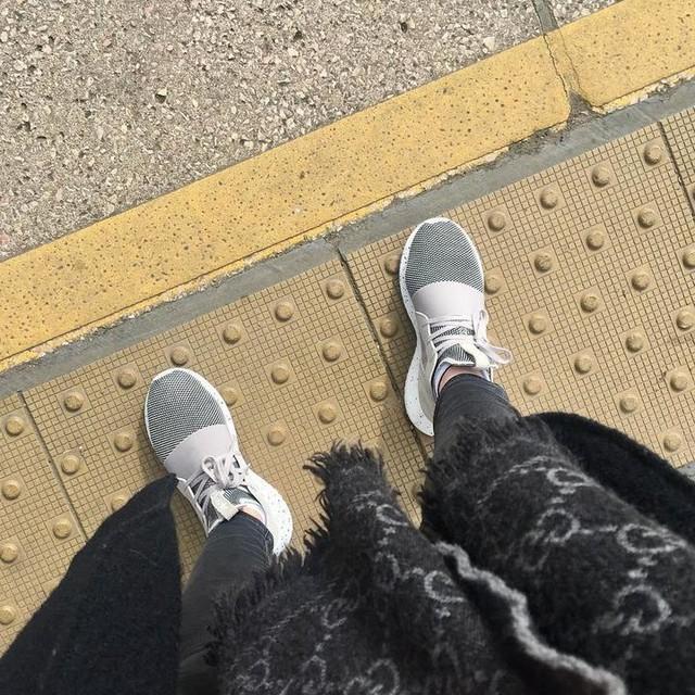 #blackandgrey #blackandwhite #adidas #gucci #adidastubular #london #commute #mindthegap #trainers #myadidas