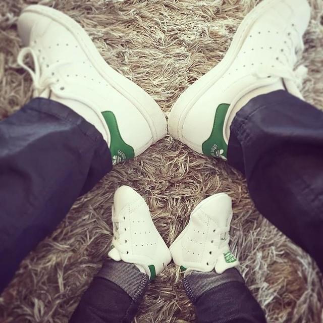 #Baby #stansmith #adidas #corporate #papafier #tellemeretellefille #love #mininous #parentsgaga
