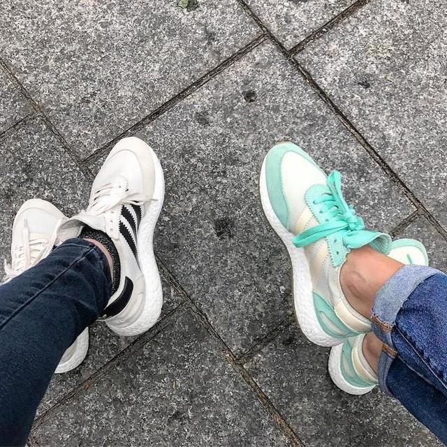 Same same 👟 #sneakers #iniki #symmetry #sneakersaddict #sneakershead #newin #friend #street #ootd #feet #adidas #adidasoriginals #photography #paris #twins