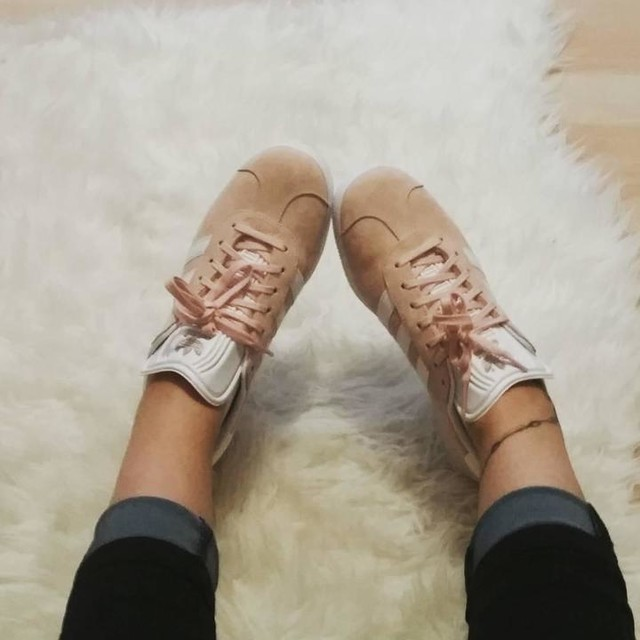 Hello new shoes 😍 #newin#sneaker#adidas#gazelle#rosa#love#sneakerlove#tattoedgirl
