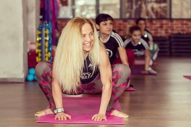 На йога с прекрасната nina_sotirova ❤  И тук в пореден опит да съм сериозна и да се концентрирам върху някоя поза 😅🙈 Стъпка по стъпка... ще стане 😊 . . #adidasrunnerssofia #adidas #adidasrunning #adidasrunners #yoga #adidasyoga #balance #strength #flexibility #mobility #smile #fun #tryingnewthings