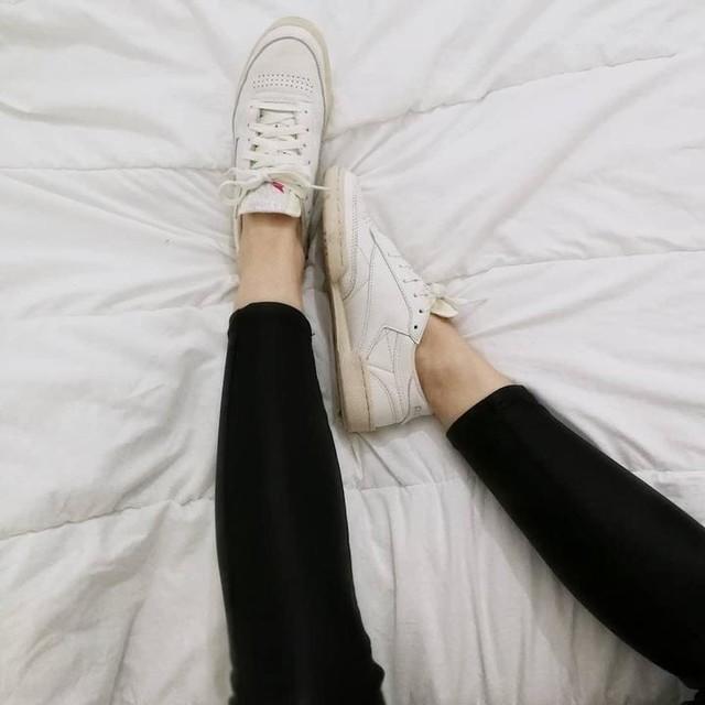 Les beautés !! 🔥🙌🏻 J'espère que vous avez passé une bonne journée, moi au top et elle se finie sur une bonne nouvelle, jeudi prochain je fais mes 3 prochains tatouages 🙈💃🏻 Des bisous 🧡  #paris #igersparis #reebok #clubc #reebokclassic #sneakers #legs #fashion #look #dailylook #style #stylegram #styleoftheday #instafashion #fashionblogger #wiw #instalook #love #like #picoftheday #bestoftheday #instagirl #instadaily #instamoment #instashare #postoftheday