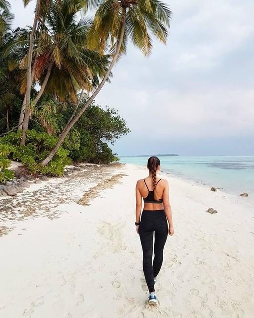 Counting down till summer. 😌💭💙 #throwback #maldives #summer #soon #beach #run #samsung #gearS3 #poweredbysamsung #adidas #adidasrunning #ultraboost